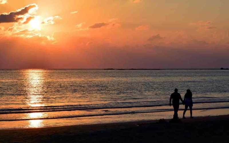 Caminhada na praia como aproveitar os benefícios nas férias