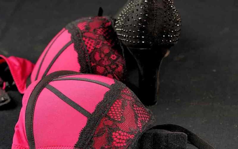 Lingerie neon como criar looks outwear incríveis