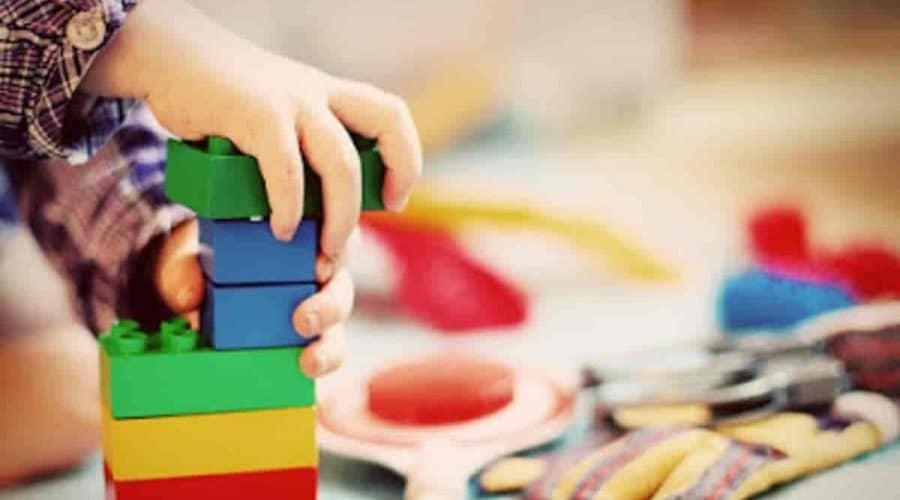 Como melhorar o humor do seu filho com brinquedos certos
