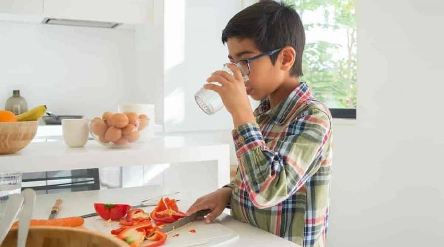 Dicas Para Incentivar o Seu Filho a Beber Água